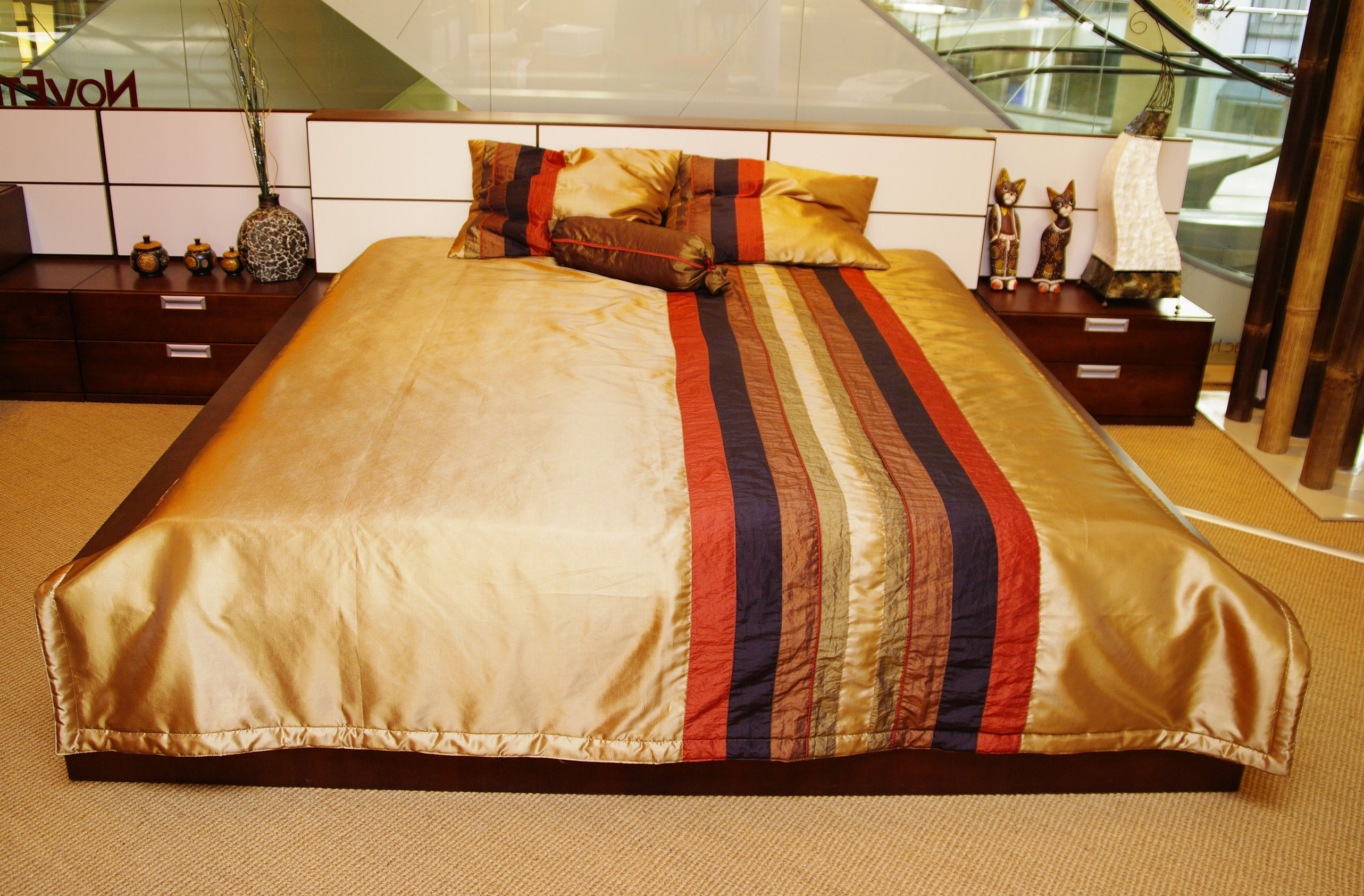 Ágytakaró Taft keskeny csíkos - 3 db párnával (óarany) 92a26fb9c0